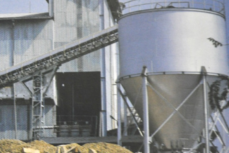 Since its establishment in 1977, PT. Pakerin pioneered the use of bagasse to produce pulp through semi-chemical process with the production capacity of 35,000 tons per annum. In 1990, Pakerin invested in another pulp plant using wood as raw material with the capacity of 100,000 tons per annum.